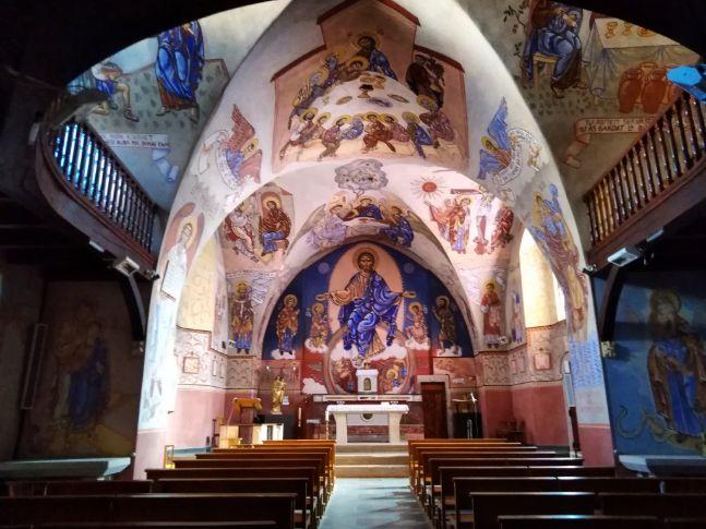 Chapelle magique et colorée